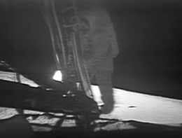 260px-Apollo_11_first_step